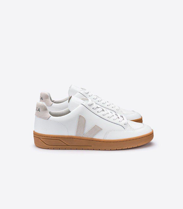 V-12皮革鞋款,5,480元。圖/VEJA提供