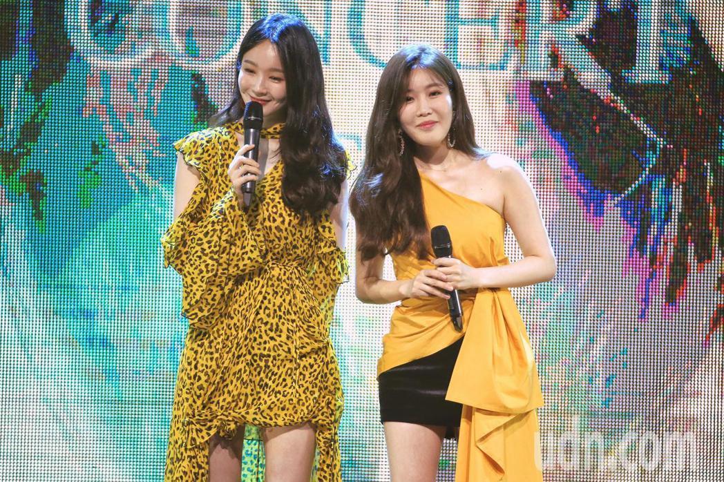 韓國女子雙人組DAVICHI晚上在台北Legacy MAX舉行演唱會,演唱多首優...