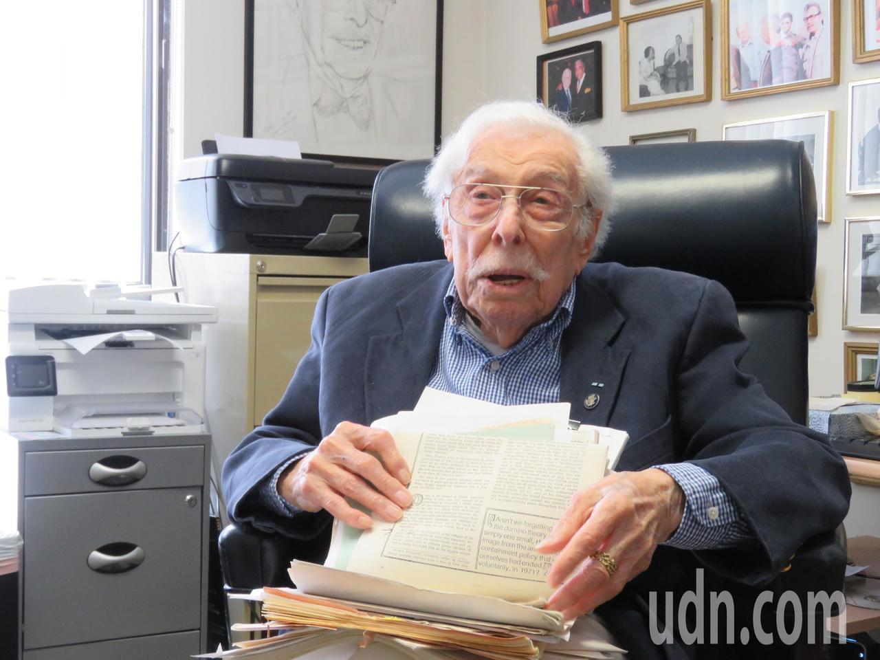高齡一百歲聯邦眾議院亞太小組前主席伍爾夫。華盛頓記者張加/攝影