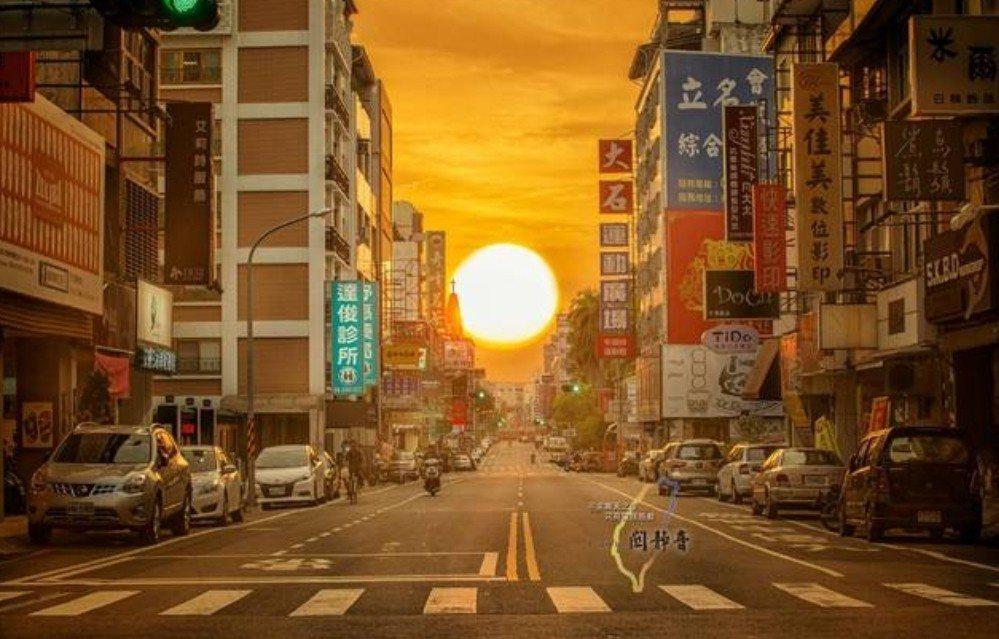 網友提供的台南青年路曼哈頓懸日美景被其他網友質疑經過後製。圖/取自網路