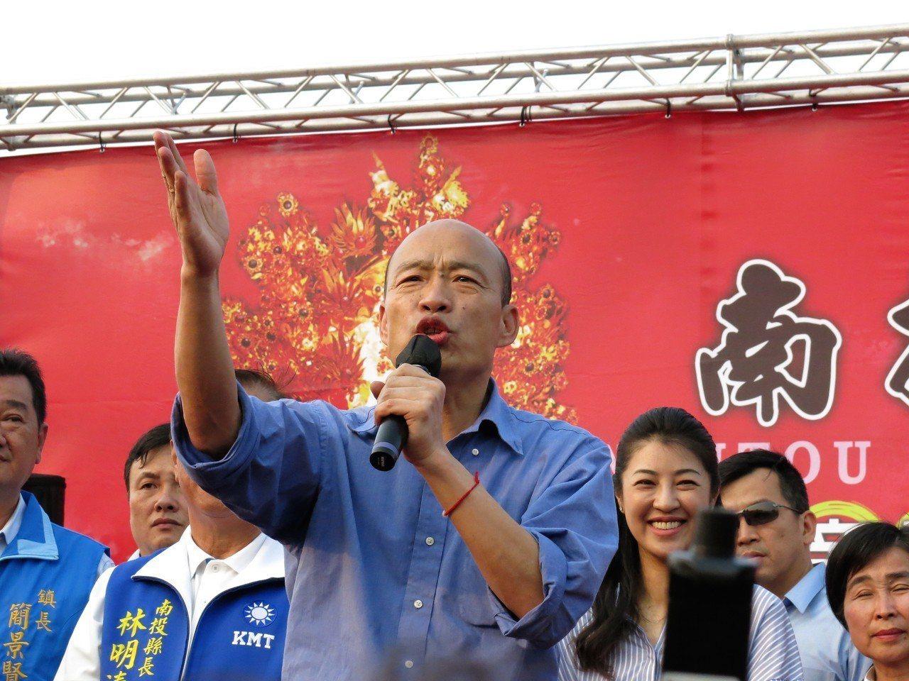 高雄市韓國瑜下午來南投三玄宮參拜,帶領大家一同喊出,「台灣安全,人民有錢!」記者...