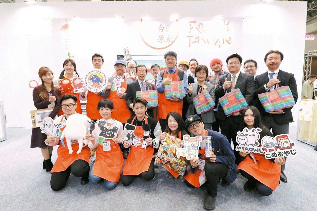 Fresh Taiwan日本展開幕記者會貴賓與品牌大合照,台灣原創角色熱鬧登場。...