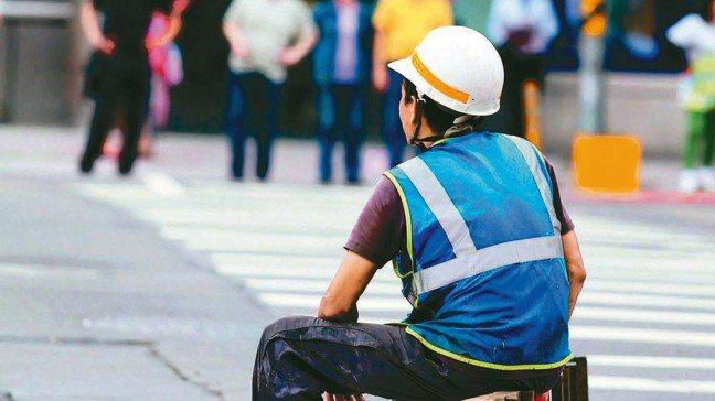 勞基法對都雇主辭退員工,或是員工離職,都有相關規定,雇主與勞工都得小心,以免踩地...
