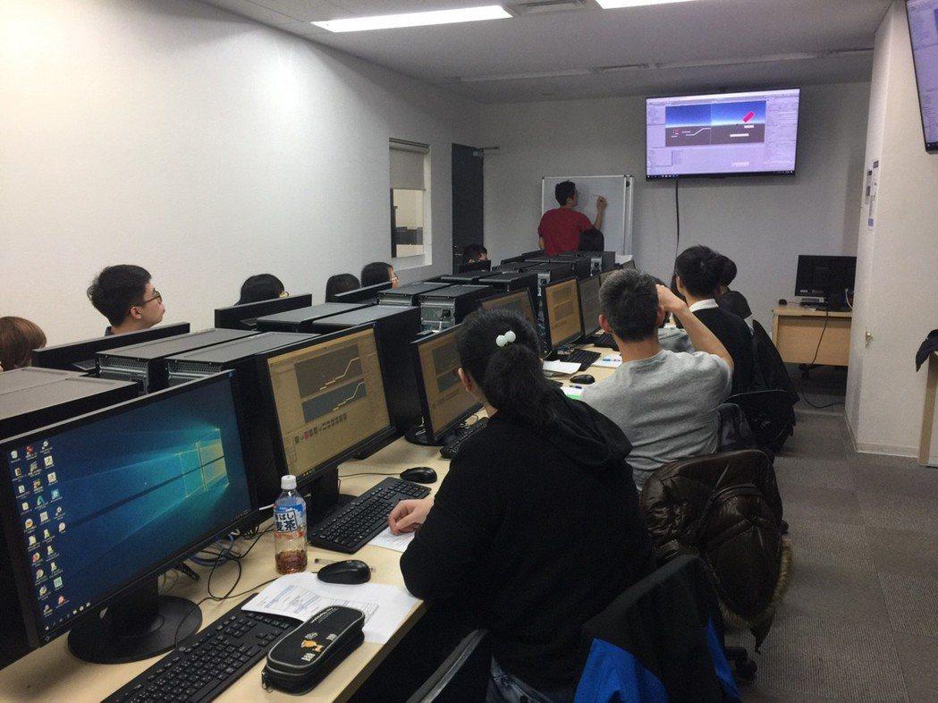 弘光科大送學生赴日知名遊戲動漫學校研習。 弘光科大/提供。