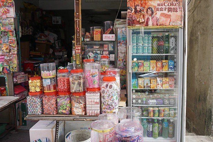 雜貨店賣的飲料非常多元,圖為示意圖,非本文指涉之對象。 圖片來源/wixsite
