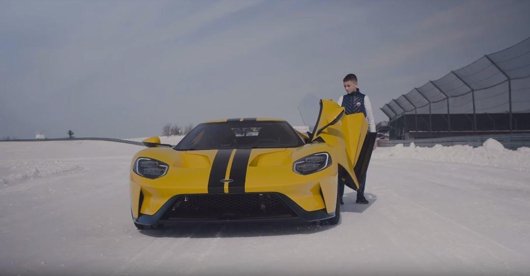 一位名為Andrew的14歲少年竟然能將Ford GT駕駛的如此出色。 截圖自M...