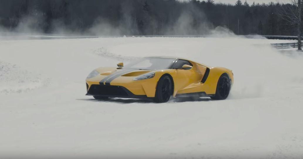 要駕駛MR配置的超跑可不是一件容易的事,更何況在雪地。 截圖自Monticell...