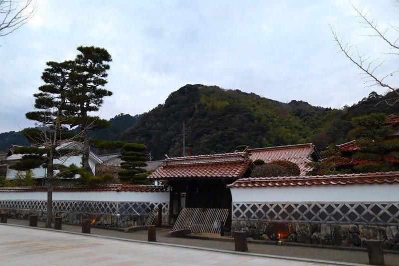 傳統石州土製紅瓦屋頂是津和野的獨特景觀。
