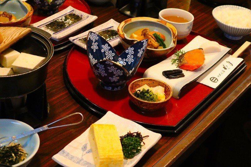 暖簾宿明月提供傳統和式早餐。