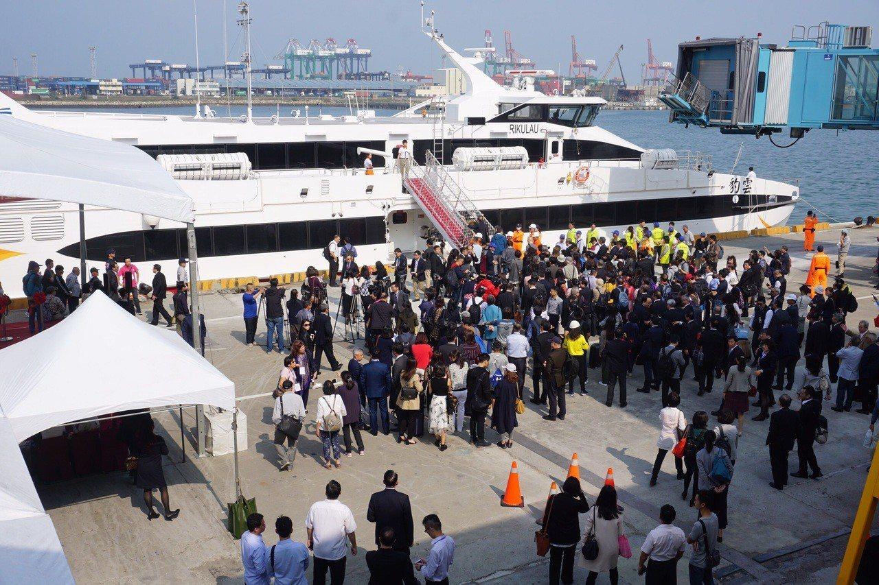 航港局為落實「藍色公路」政策目標,積極輔導轄管航運業者推出優惠方案,以搭配觀光局...