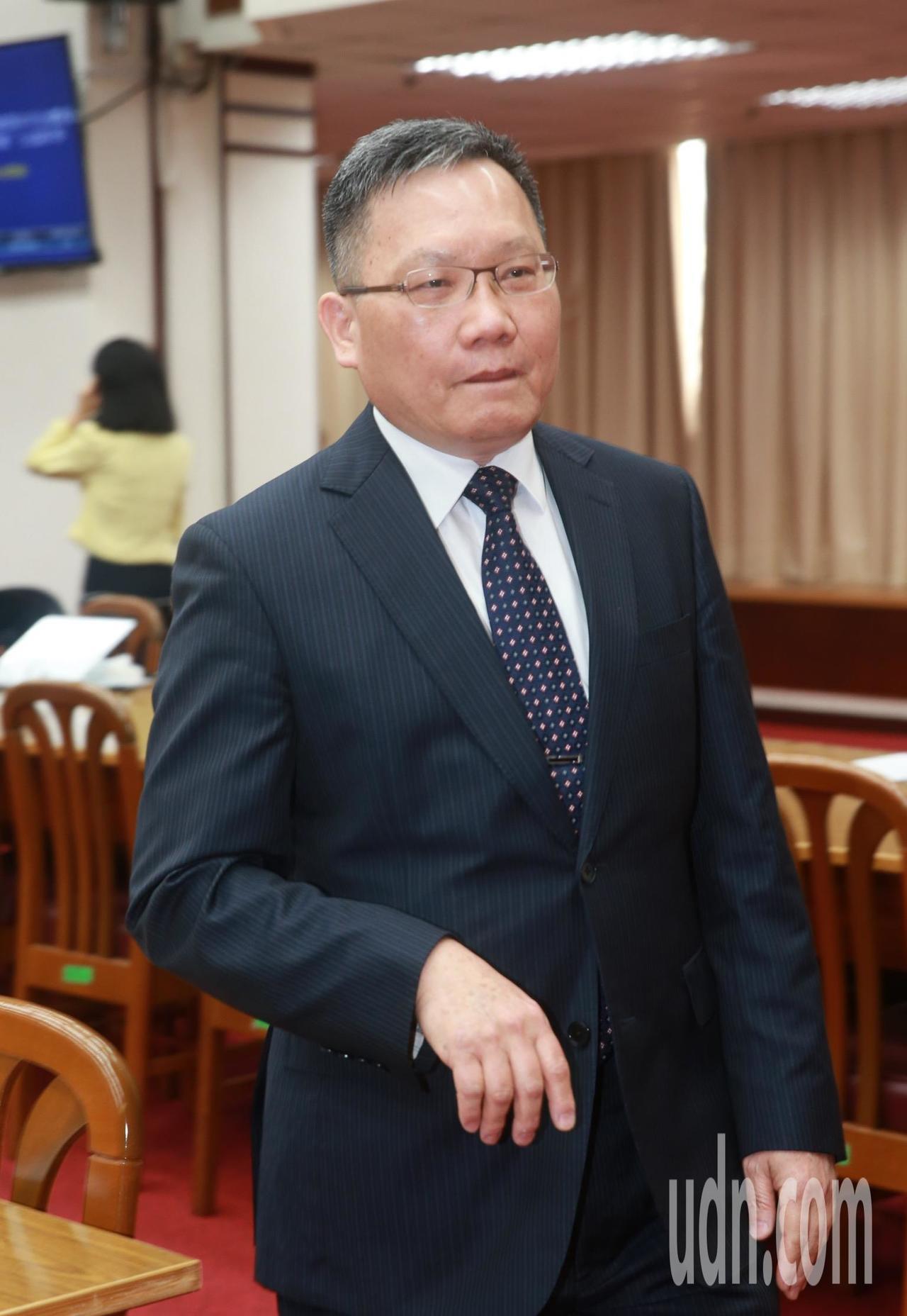 財政部長蘇建榮表示,一年約可開出100億張發票,有70億張已經是電子發票,不過其...