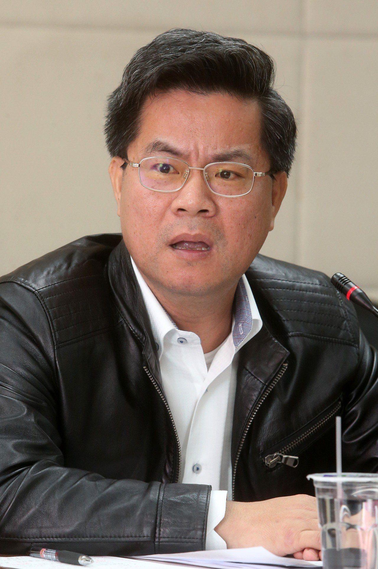 「南農中心」遭爆收購粉專,執行長林國正怒批是假新聞並已提告。本報資料照片