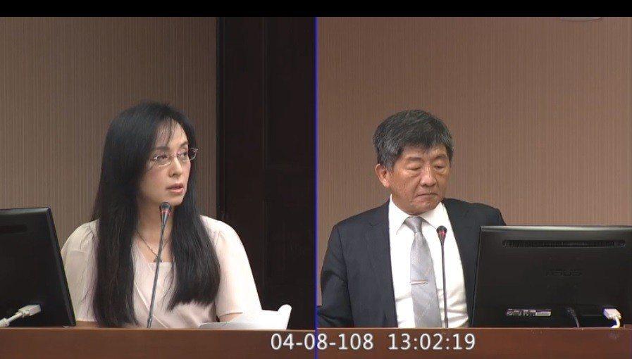 立委陳瑩質詢說,長照領域的照顧服務員薪資樓地板都能3.2萬起跳,社工高工時又低薪...