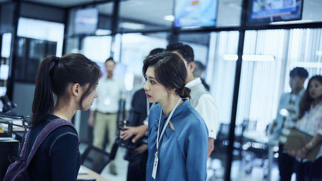 賈靜雯(右)與陳妤對嗆火花四射。圖/公視提供