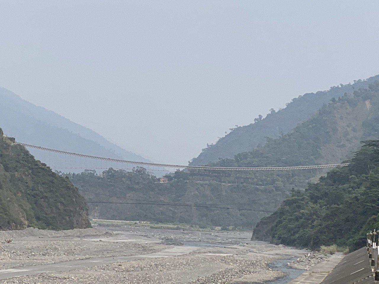 目前正是山區枯水期,屏東縣三地門鄉的隘寮溪乾涸見底。記者翁禎霞╱攝影