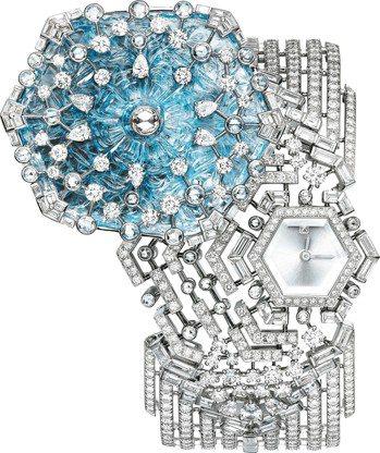 頂級珠寶腕表,白K金鑲嵌藍寶石與鑽石,價格店洽。 圖/卡地亞提供