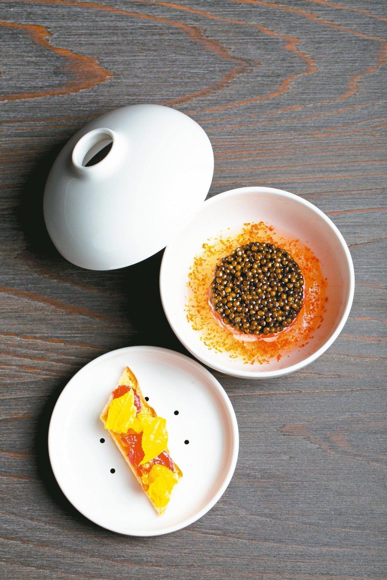 Wilfrid Hocquet用台灣小番茄搭配魚子醬、帝王蟹等製作的前菜,並大讚...