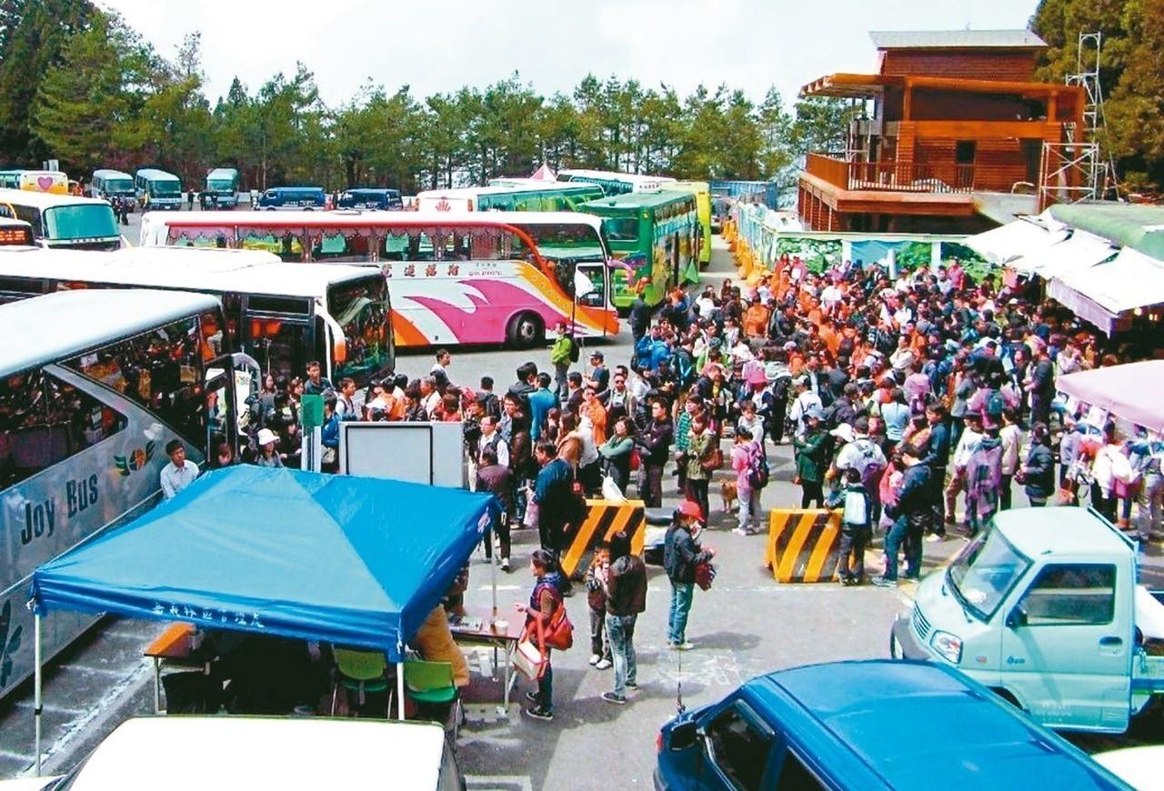 旅行業者表示,春遊補助打亂旅遊市場,最近遊覽車供不應求。