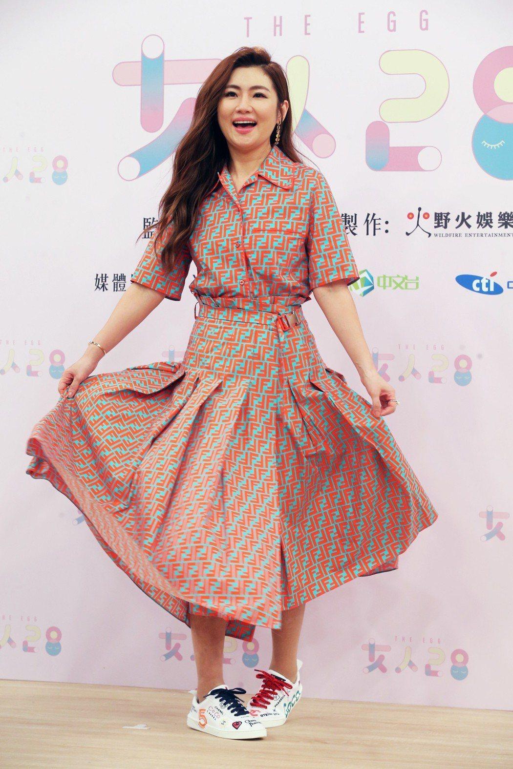 Selina與星座專家唐綺陽搭檔主持全新節目《女人28》。記者徐兆玄/攝影