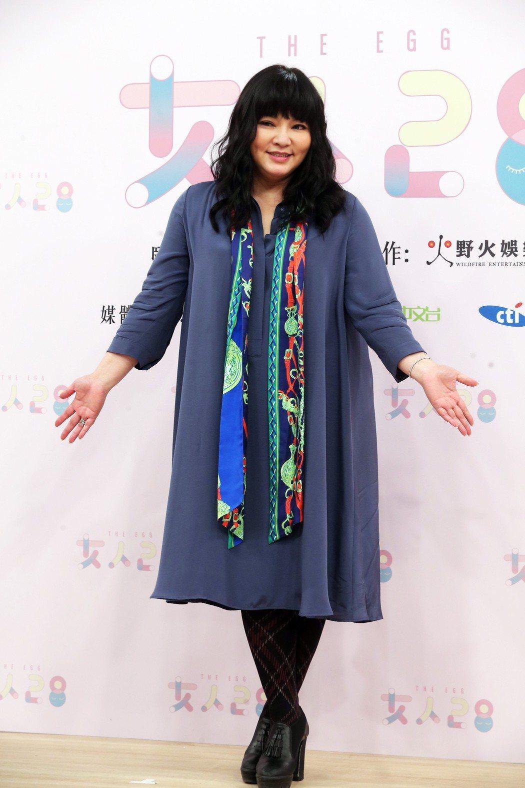 星座專家唐綺陽與Selina搭檔主持全新節目《女人28》。昨天舉行首錄記者會。記...