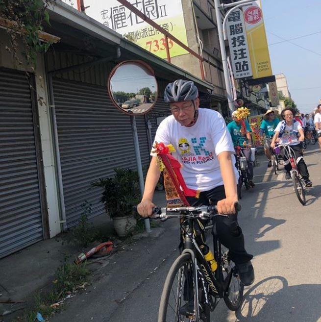 柯文哲昨天下午兩點已改騎腳踏車上路。 圖/取自柯文哲IG