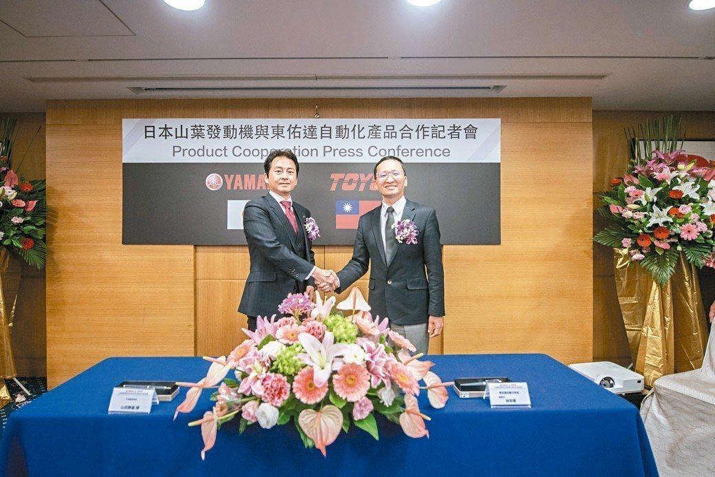 YAMAHA發動機株式會社IM事業部FA統括部營業部長山田勝基(左)與東佑達董事...