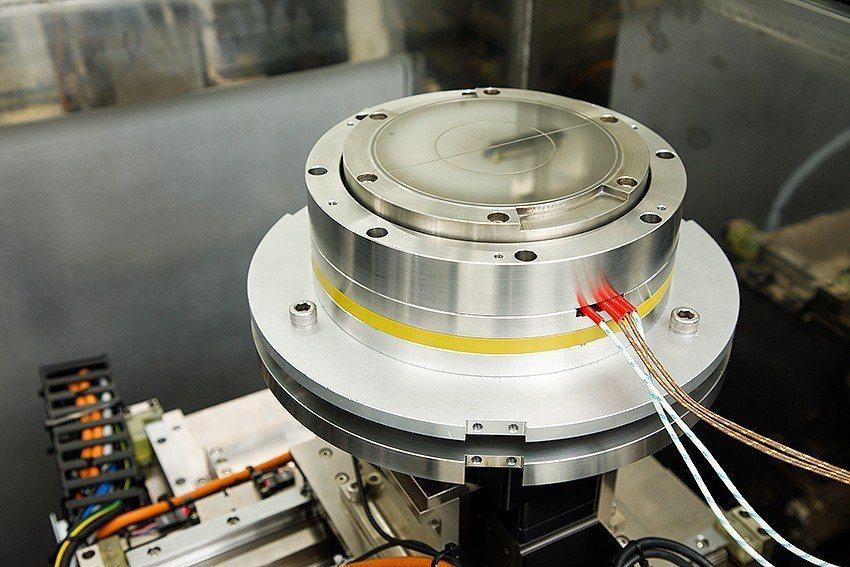 整合加熱裝置之晶圓吸盤。 國研院/提供