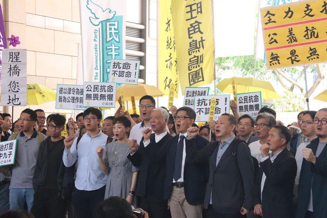 香港「占中」案9名被告,今天被判緩刑至入獄16個月不等。 中央社