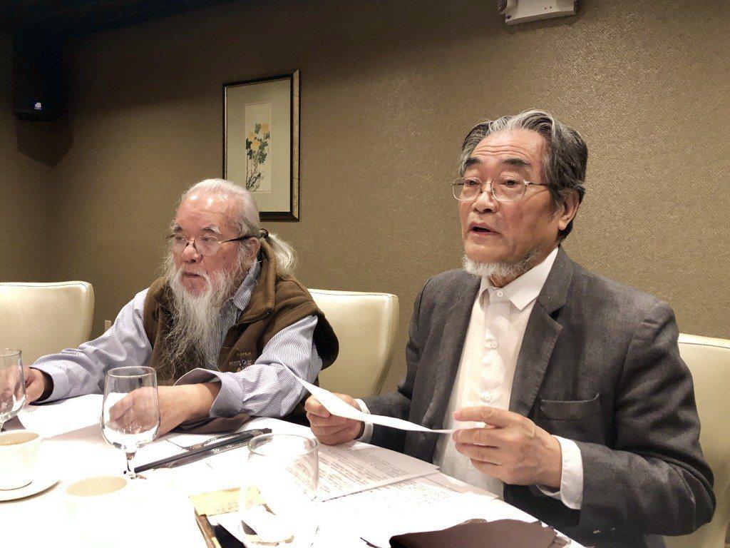 前我國法學學者邵子平(右),因近日入籍中國而遭我移民署依規定註銷戶籍。邵子平認為...