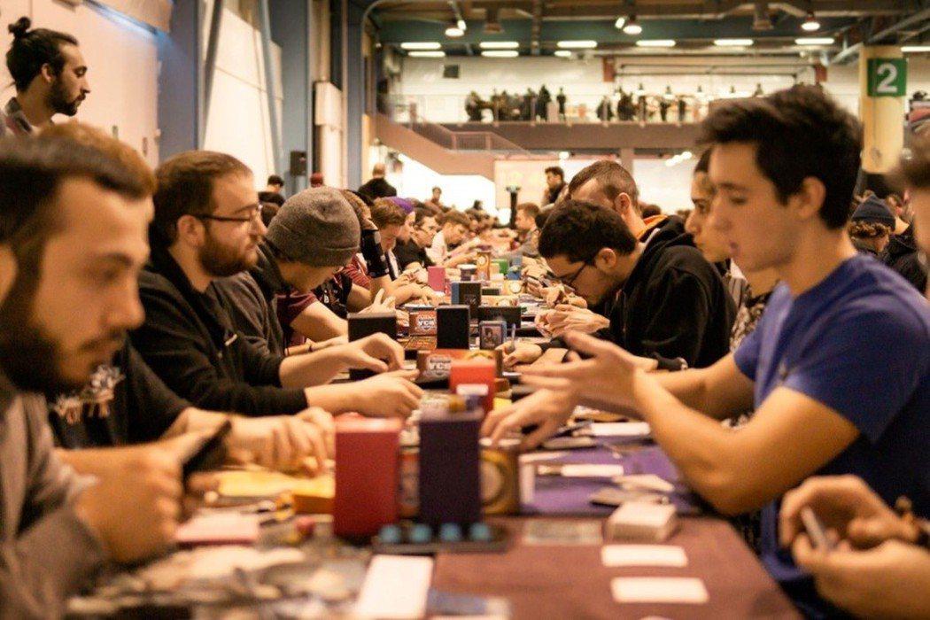 《遊戲王》的比賽現場經常人滿為患/圖片截自遊戲王官方網站