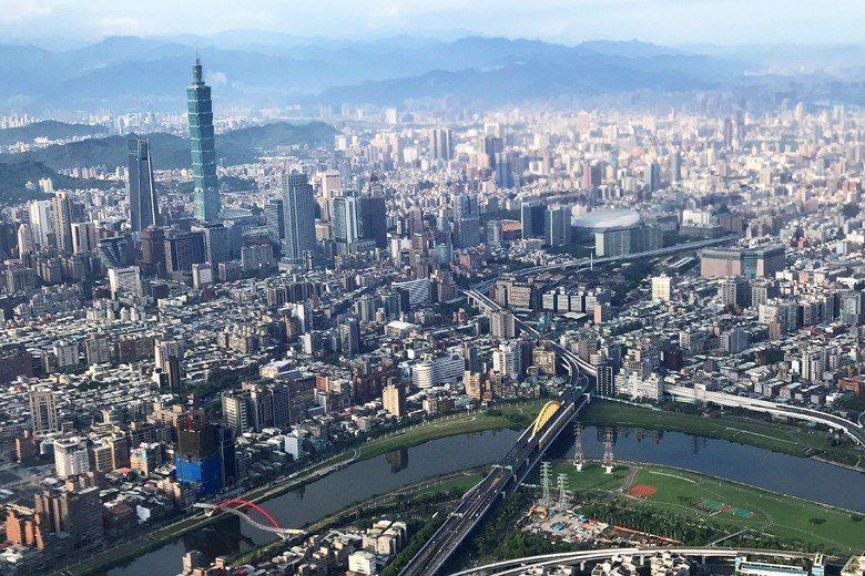 台灣的行政區劃應該調整,若考量各區自治資源均衡,以3大區為改革方向來推動直轄市與...