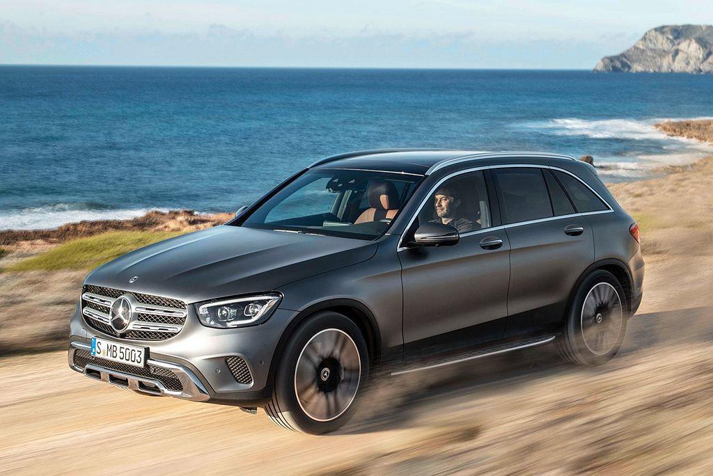 身為品牌最暢銷的休旅車賓士GLC,全球市場反應熱烈讓原廠決定增設產線加速供貨。 ...