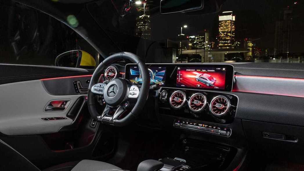 與A35相同的內裝介面鋪陳,可以切換儀表模式來營造座艙氣氛。 摘自Mercede...