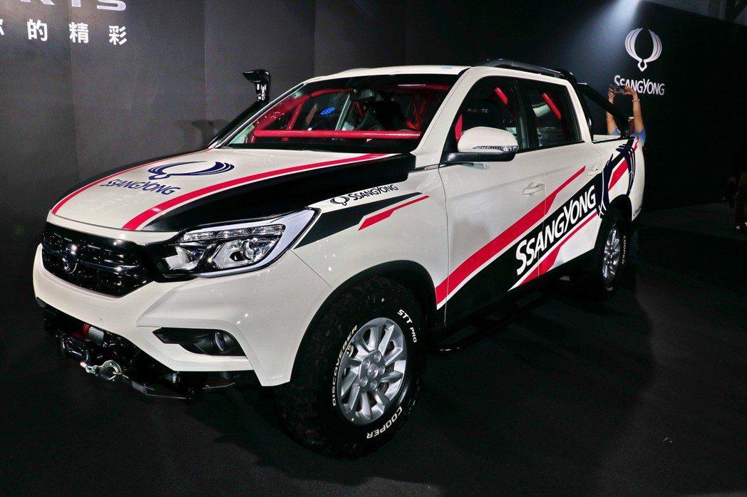 永嘉雙龍汽車特別向韓國原廠訂製一部客製化的全新REXTON SPORTS手排賽車版,作為沈佳穎出征泰國的專屬越野競技賽車。 記者陳威任/攝影