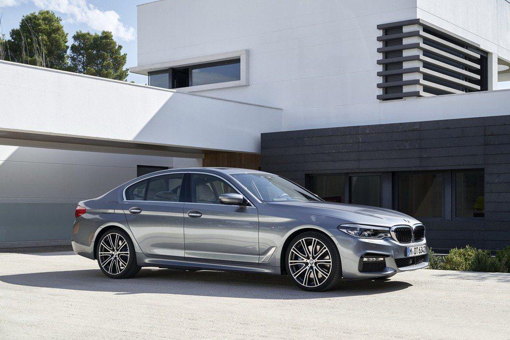 全新BMW大5系列科技配備全面領先,同時提供舒適寬敞的乘坐體驗。 圖/汎德提供