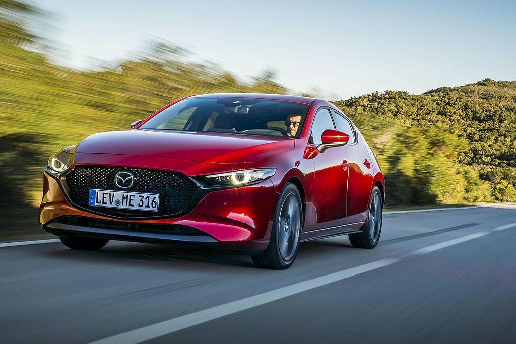 不只全新第四代Mazda3,其實上一代Mazda3也相同獲選德國紅點設計大獎。 ...