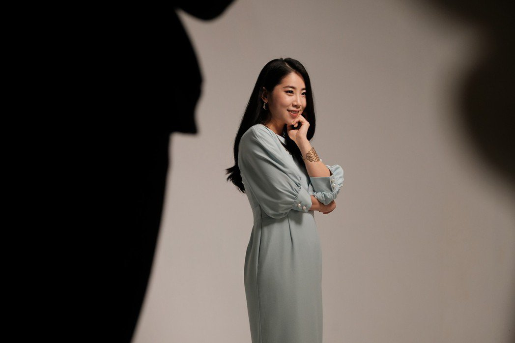 韓國實力派演員金仁馨跨刀演出音樂劇《飲食男女》,在劇中有亮眼突破。 天作之合劇場...