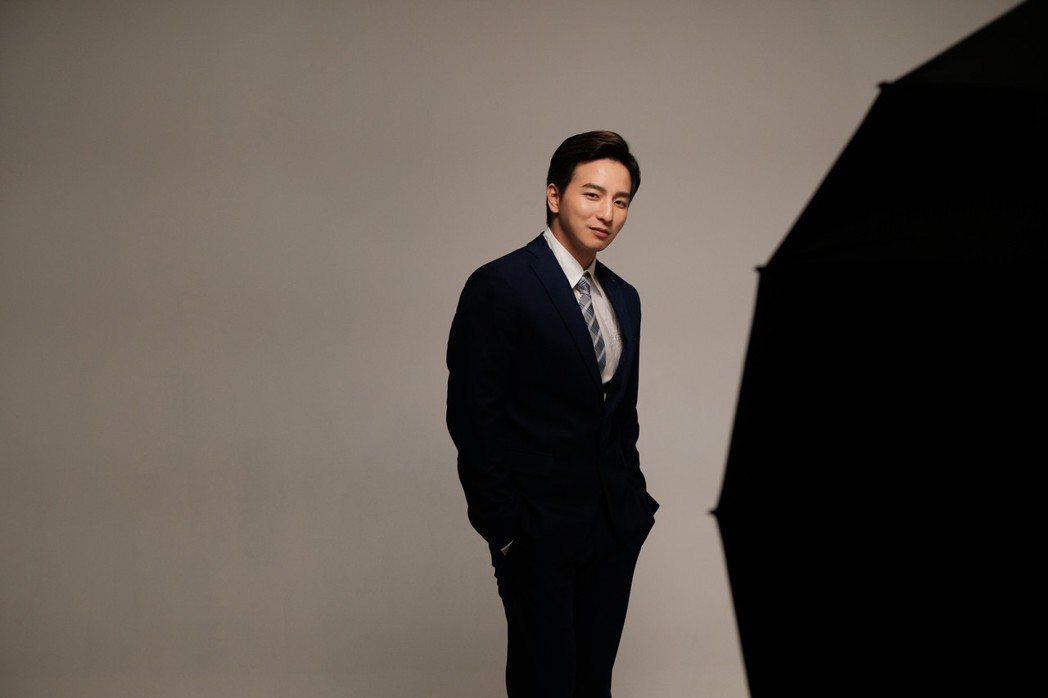 棒棒堂小煜楊奇煜飾演李凱,展現驚人魅力。 天作之合劇場/提供