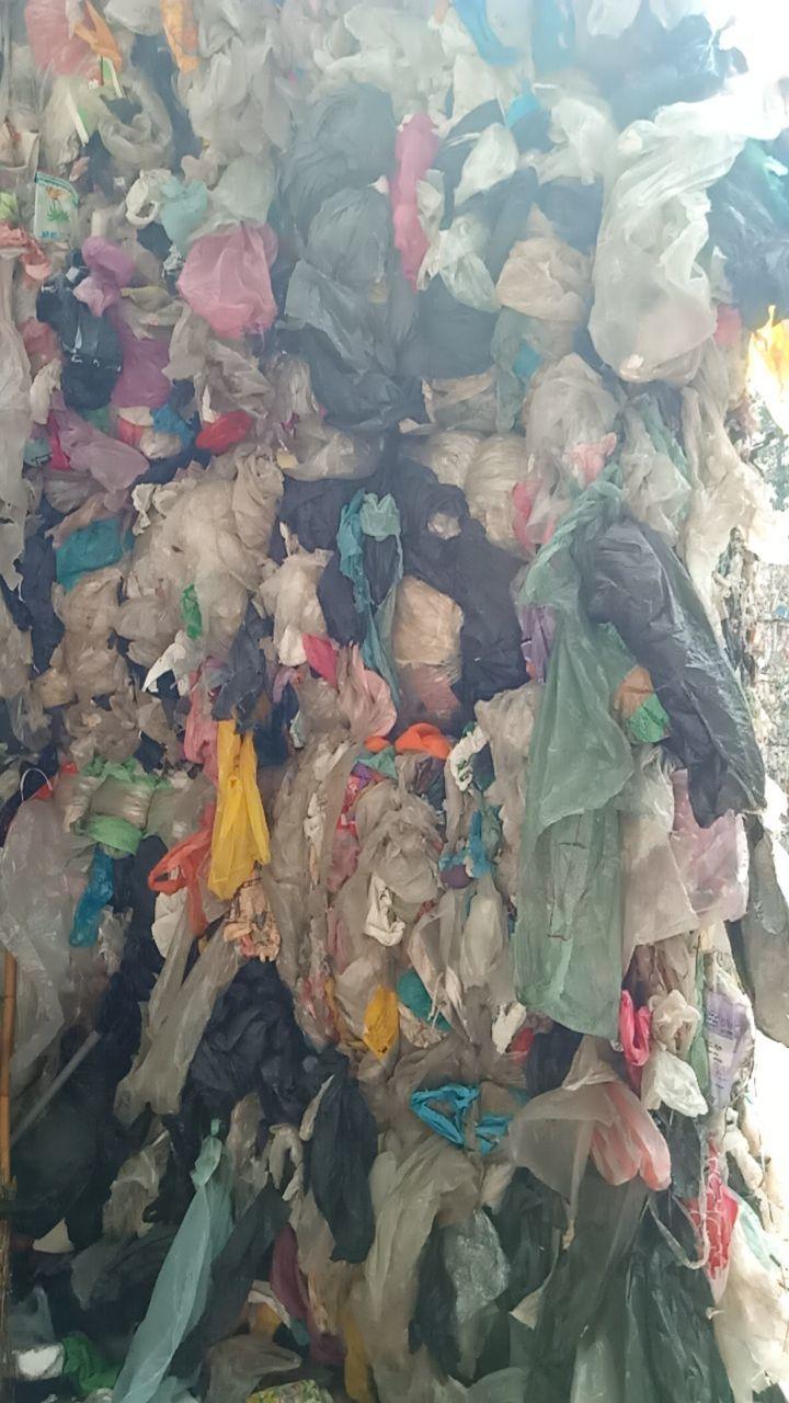 國人大量使用塑膠袋,回收卻不到10%,就算隨著清潔隊回收,缺乏價值、分類困難成本...