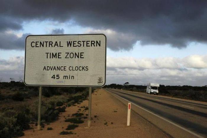 澳洲伯斯以東1400公里有個「中央西澳時區」,因為非官方時區,智慧手機不會自動調...
