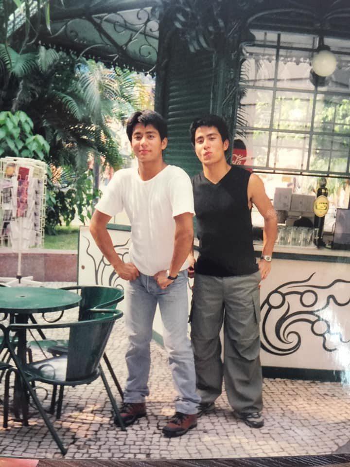 郭彥均在臉書貼出兄弟倆的少年照片。圖/摘自臉書