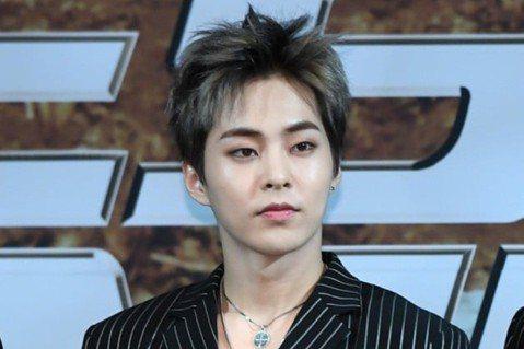 韓星當兵潮今年輪到EXO,年紀最長的Xiumin先前就被點名準備入伍,如今當兵日期公開,5月7日就要報效國家。EXO出道7年,29歲的Xiumin將以現役身份入伍,成為首位當兵的成員。SM娛樂表示尊...