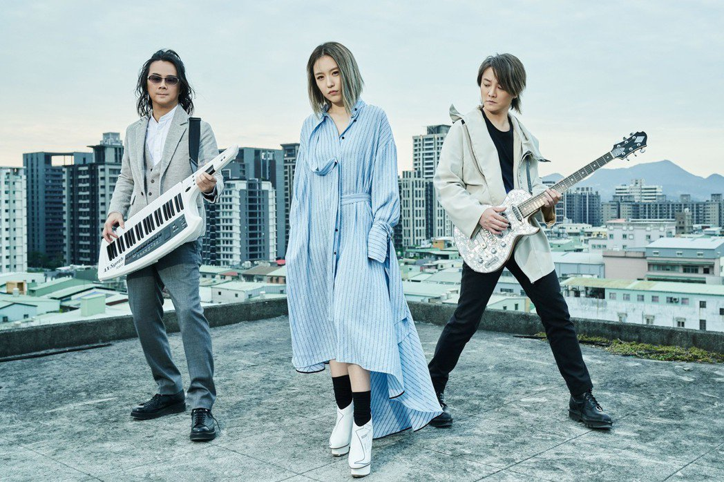 F.I.R.新歌「愛上屬於你的天空」MV。圖/華研國際提供