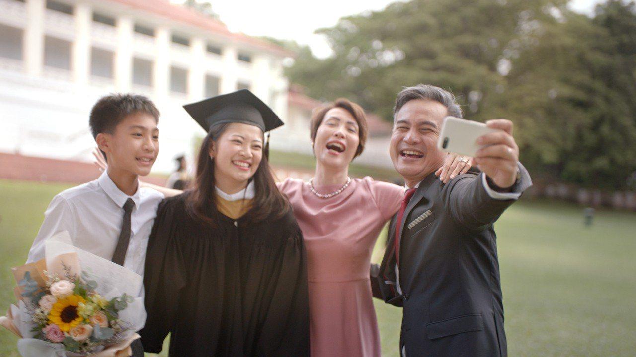 英國保誠人壽15日推出「翱翔國際教育專案」,包括子女教育講座、英語獎學金申請、海...