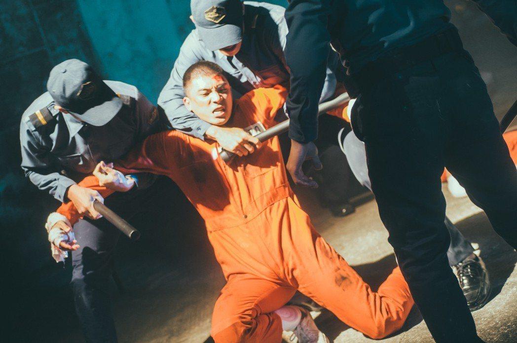 林哲熹在新片「樂獄」中挑戰演出少年罪犯,有不少激烈演出。圖/文達文創提供