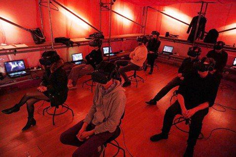 由HTC VIVE出品,蔡明亮導演執導的華人首部VR電影「家在蘭若寺」8K版本近日席捲歐洲,超高畫質影像帶來全新觀影經驗,自年初於荷蘭Eye電影博物館(Eye Filmmuseum Amsterda...