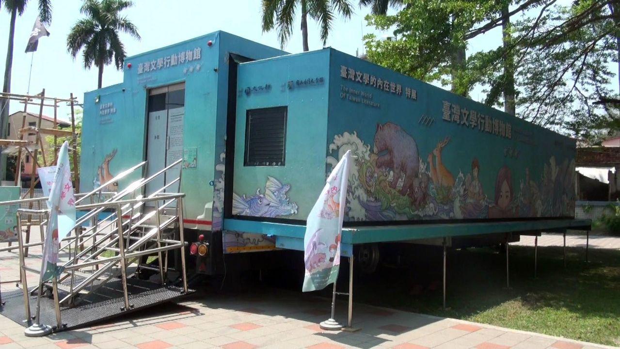 台灣文學行動博物館前進高雄旗美中,將展至5月4日。記者王昭月/攝影