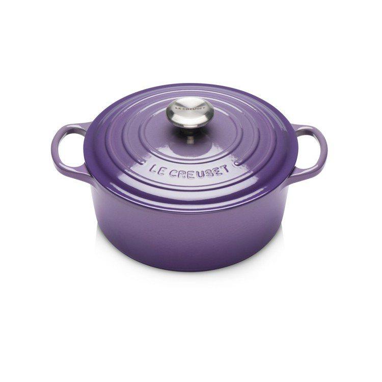 Le Creuset星河紫24公分圓鐵鍋,原價15,000元、特價7,980元。...