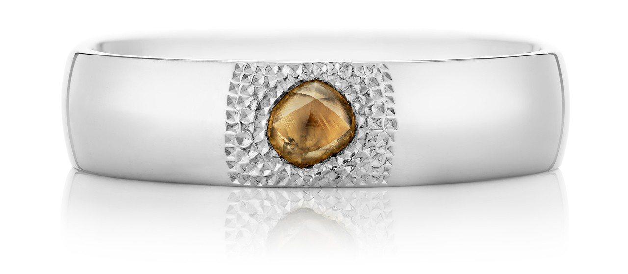 De Beers Talisman You & Me 18K白金單鑽戒環,獨特鑿...