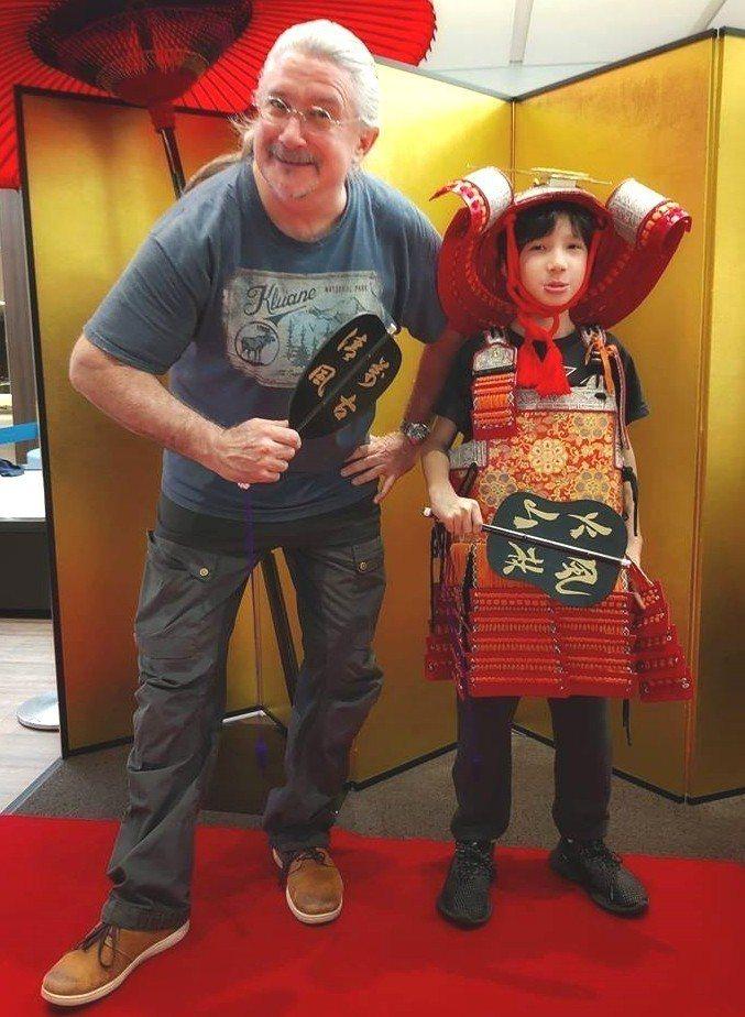 馬修連恩(左)表示兒子已經抽高到145公分。圖/獨一無二娛樂提供
